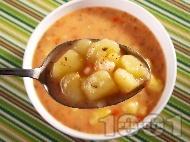 Картофена супа с чубрица и сметанова застройка от заквасена сметана и брашно